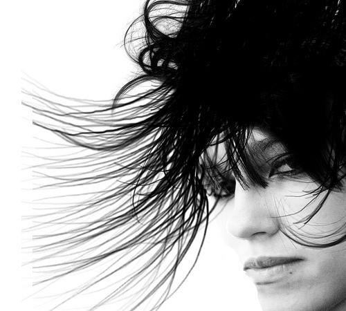 A oleosidade dos cabelos e seus mitos