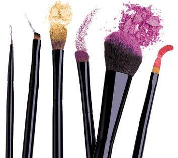 Aprenda a diferenciar os pincéis de maquiagem e como usá-los