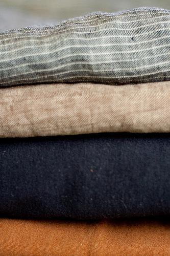 Aprenda a remover os vincos das calças