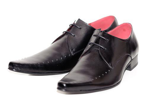 Como alargar sapatos