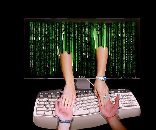 Como conhecer mulheres na Internet