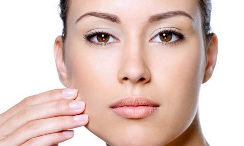 Como controlar a oleosidade da pele para garantir a durabilidade da maquiagem