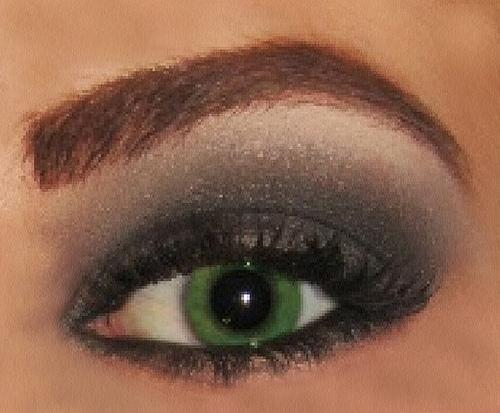 Como pintar os olhos com sombra preta
