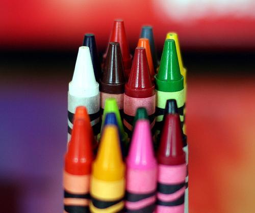 Como retirar lápis de cera das paredes