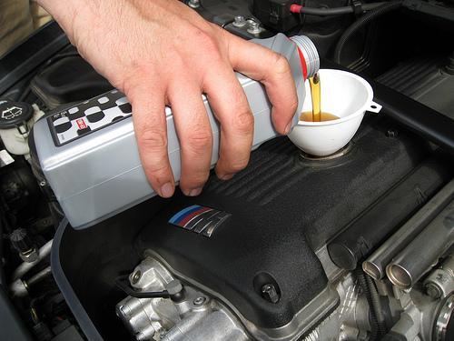 Como trocar o óleo do carro?