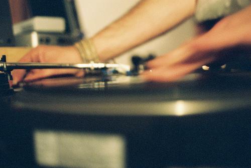 Contrate um DJ