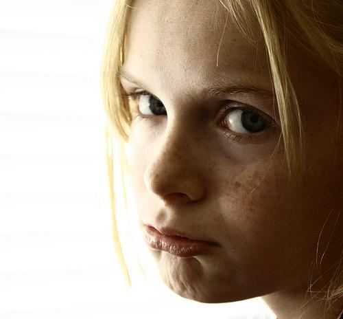 Crianças presas em casa sem poderem brincar na rua