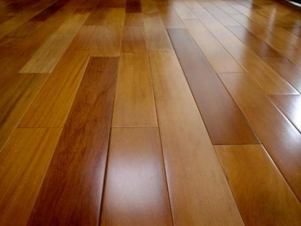 Dicas de como limpar pisos de madeira