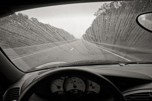 Dicas para desembaçar o vidro do carro