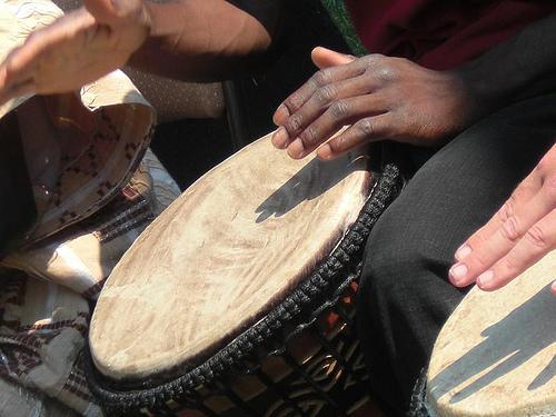 Instrumentos musicais de membrana na África