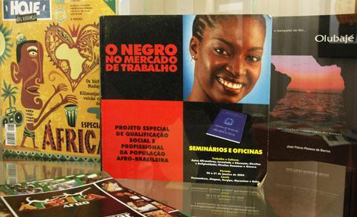 LITERATURA AFRICANA: AS VÁRIAS CORES DE UMA CULTURA