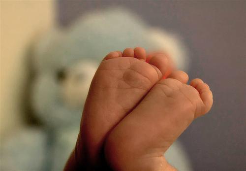 Porque é que os bebés bolçam?