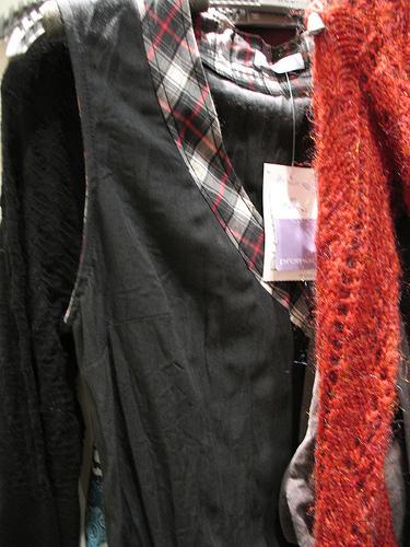 Razões e dicas para um consumo responsável de roupa