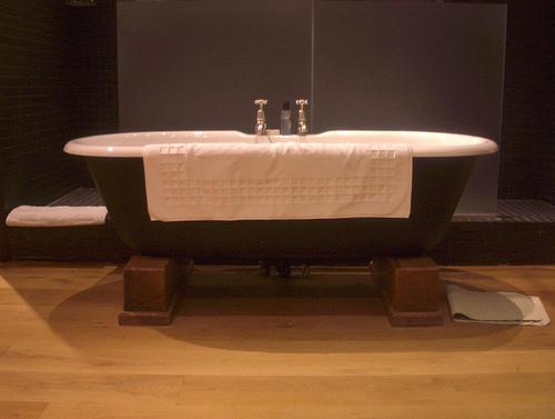 Relaxe com um banho aromático