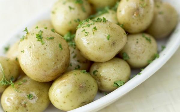 Uma Entrada Rústica - Batatas Cozidas com Cebolinho e Malagueta