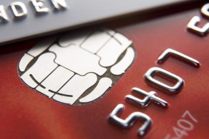 Viagens ao Exterior: usar dinheiro ou cartão?