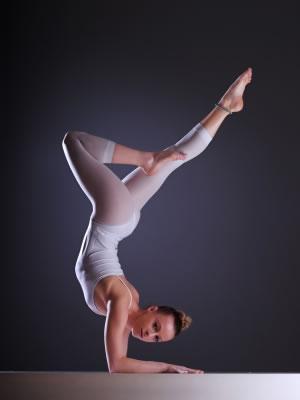 Yoga acrobático, já ouviu falar