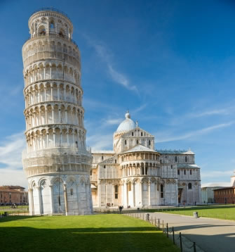 A inclinação da famosa Torre de Pisa