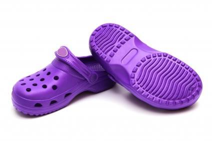 A moda dos sapatos de plástico