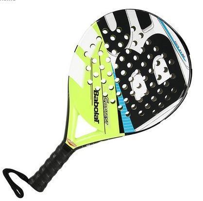 Bola, raquete e campo- Padel
