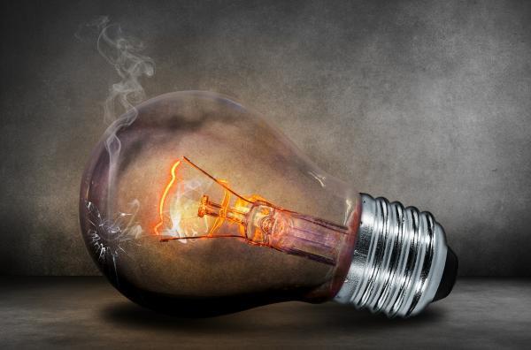 Como economizar energia em condomínios, empresas e edificações comerciais
