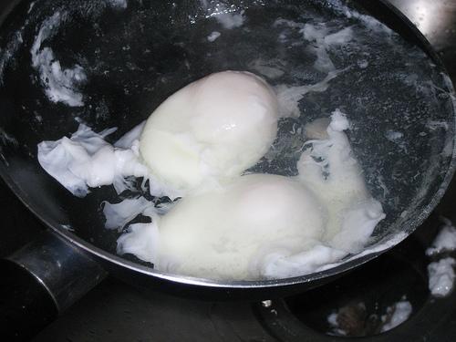 Como escalfar um ovo
