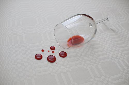 Como tirar nódoas de vinho
