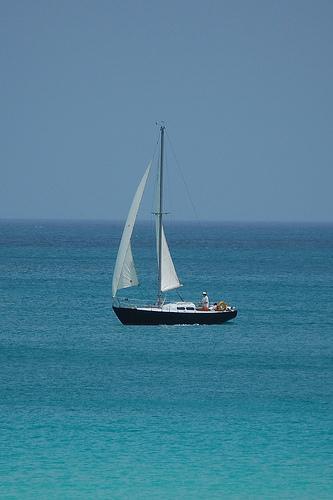 No mar com um veleiro