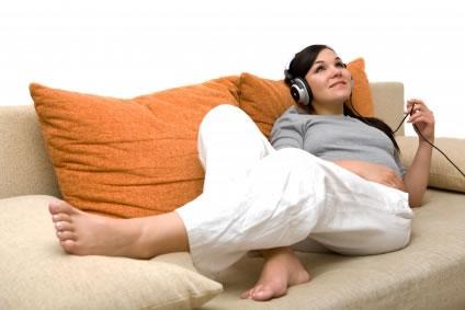 Ouça música durante a gravidez