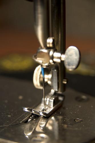 Quem inventou a máquina de costura?