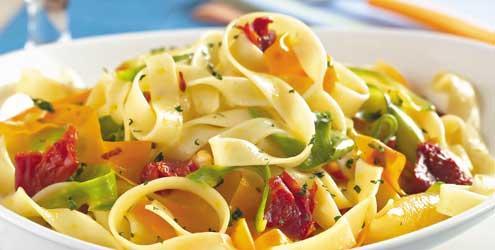 Receita de Macarrão com Legumes e Tomate Seco