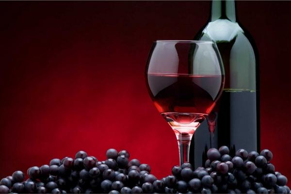 Será que beber vinho tinto previne o câncer?
